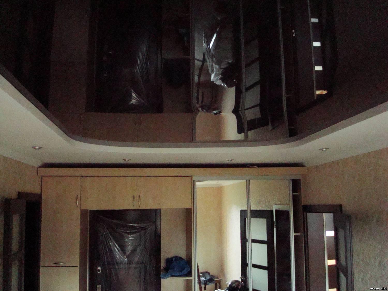 Коричневые натяжные потолки в интерьере